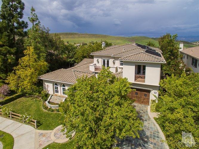 457 Vineyard Dr, Simi Valley, CA  93065-8244